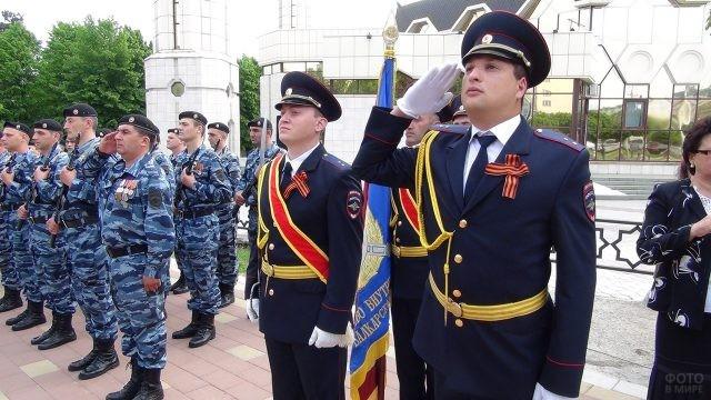 Колонна полицейских во время парада