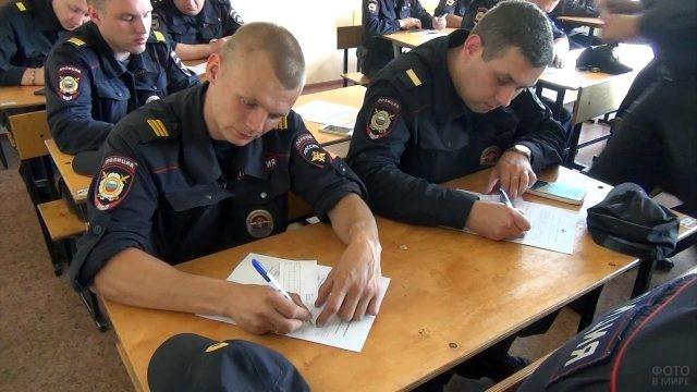 Полицейские проходят тестирование