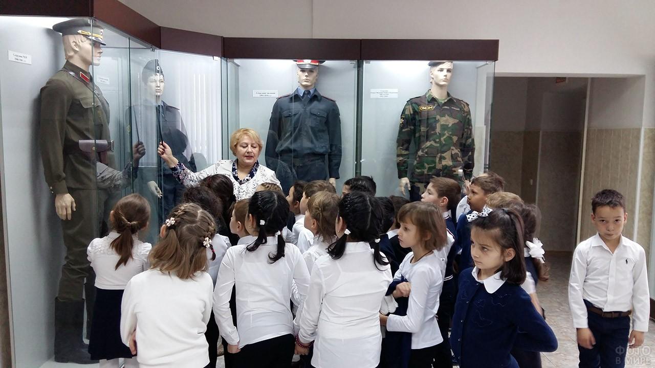 Школьники в музее МВД