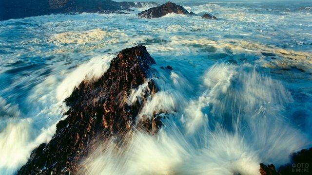 Бурное течение на побережье