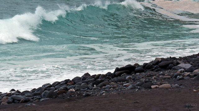 Каменистый берег Атлантического океана