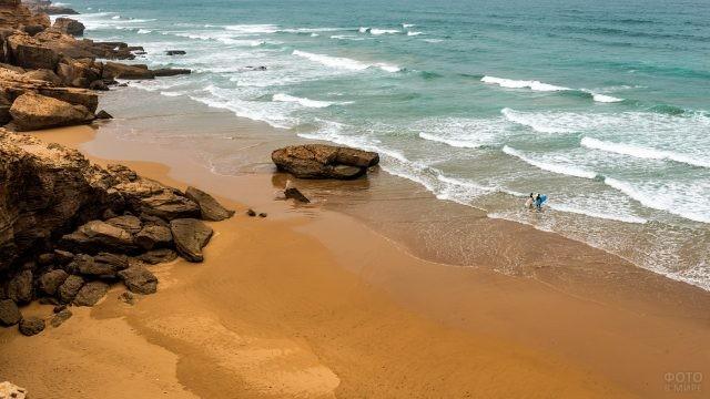 Серфингисты на марокканском пляже