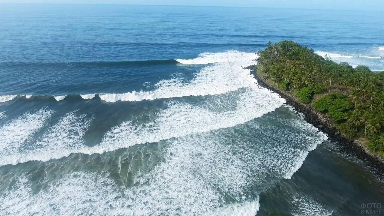 Волны Атлантического океана у Салвадора