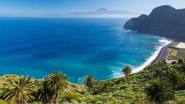 Вулканический берег Канарского острова
