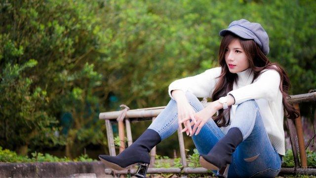 Азиатка в кепке