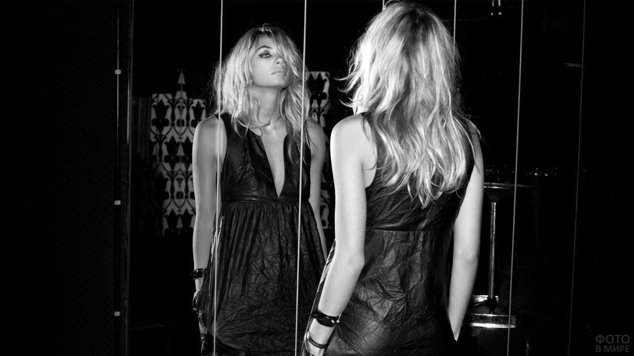 Блондинка в чёрном платье