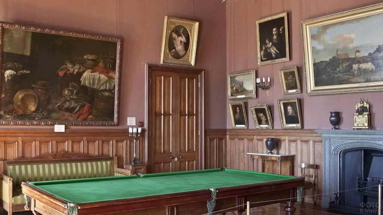 Бильярдная комната в замке