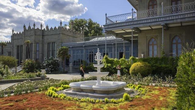 Прогулочная зона перед дворцом