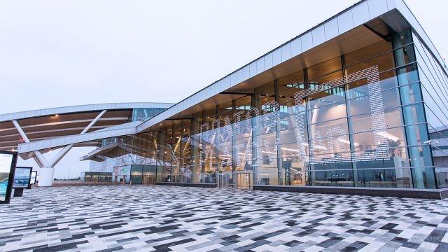 Фасад аэровокзала Платов в Ростове-на-Дону