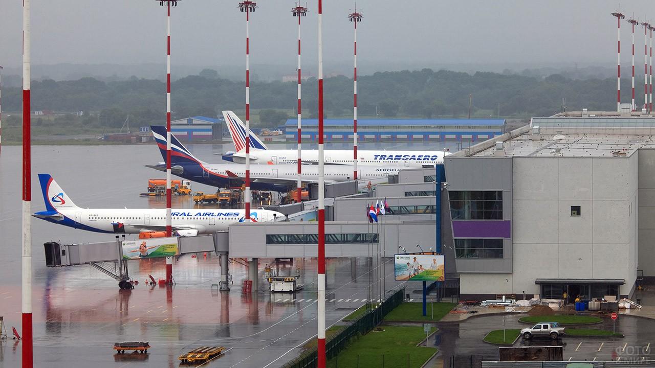 Перрон аэровокзала Кневичи во Владивостоке