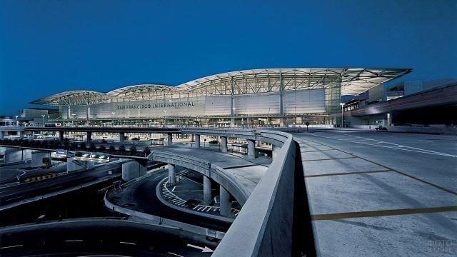 Транспортная развязка перед аэровокзалом в Сан-Франциско