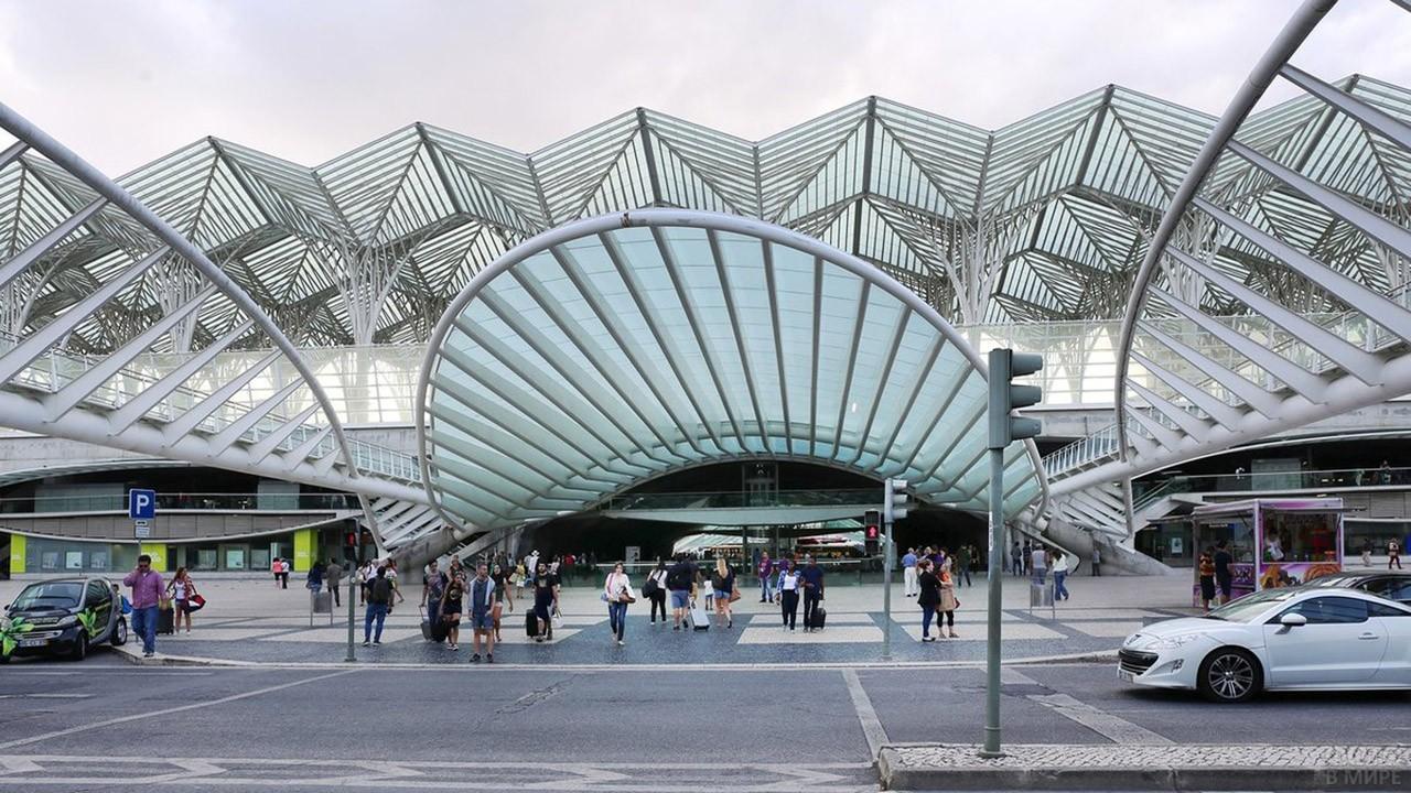 Необычный вокзал в Лиссабоне