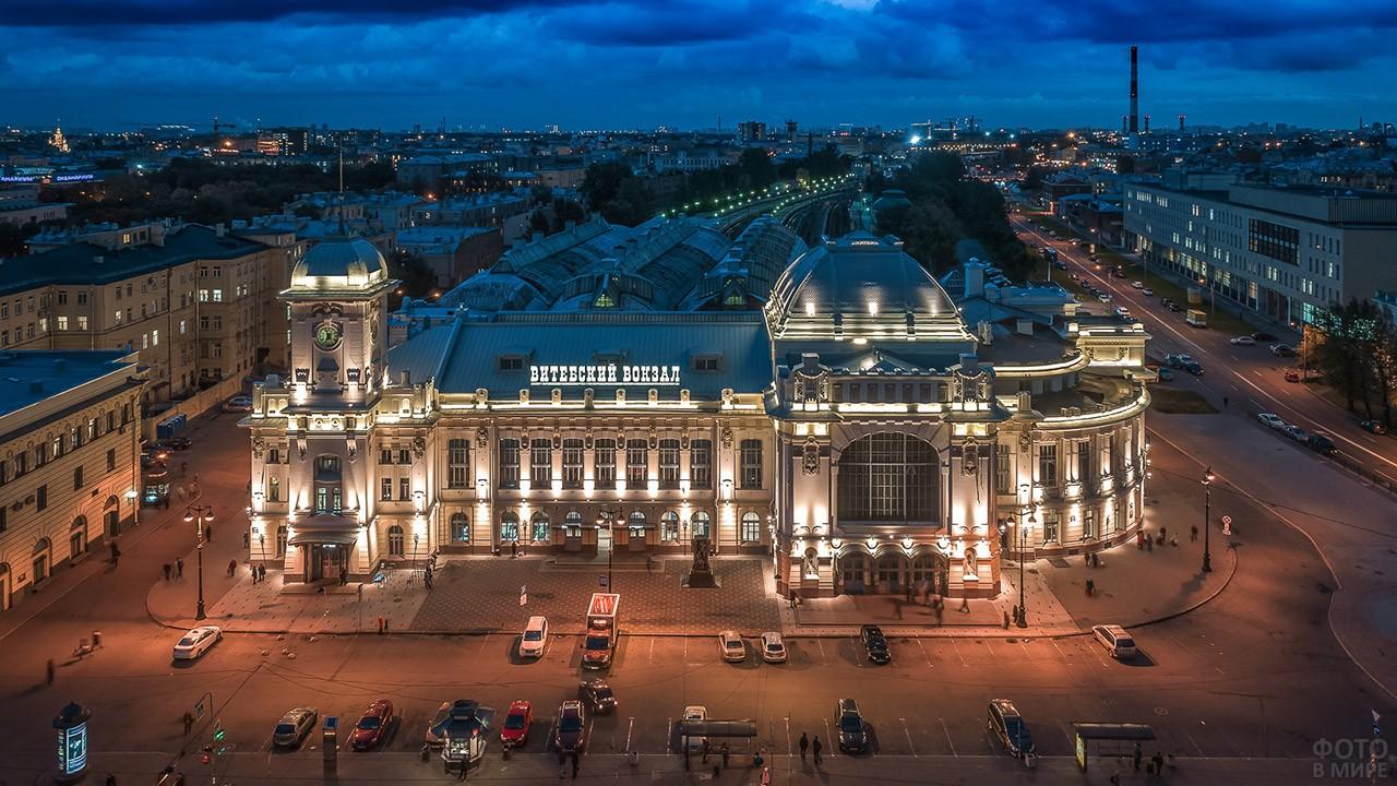 Огни Витебского вокзала в Санкт-Петербурге