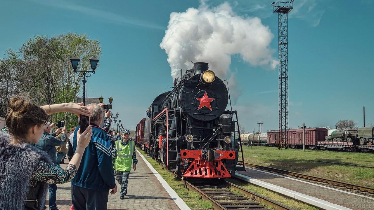 Прибытие на станцию Поезда Победы
