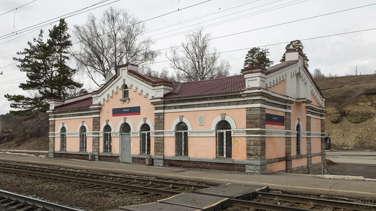Старинная станция в пригороде