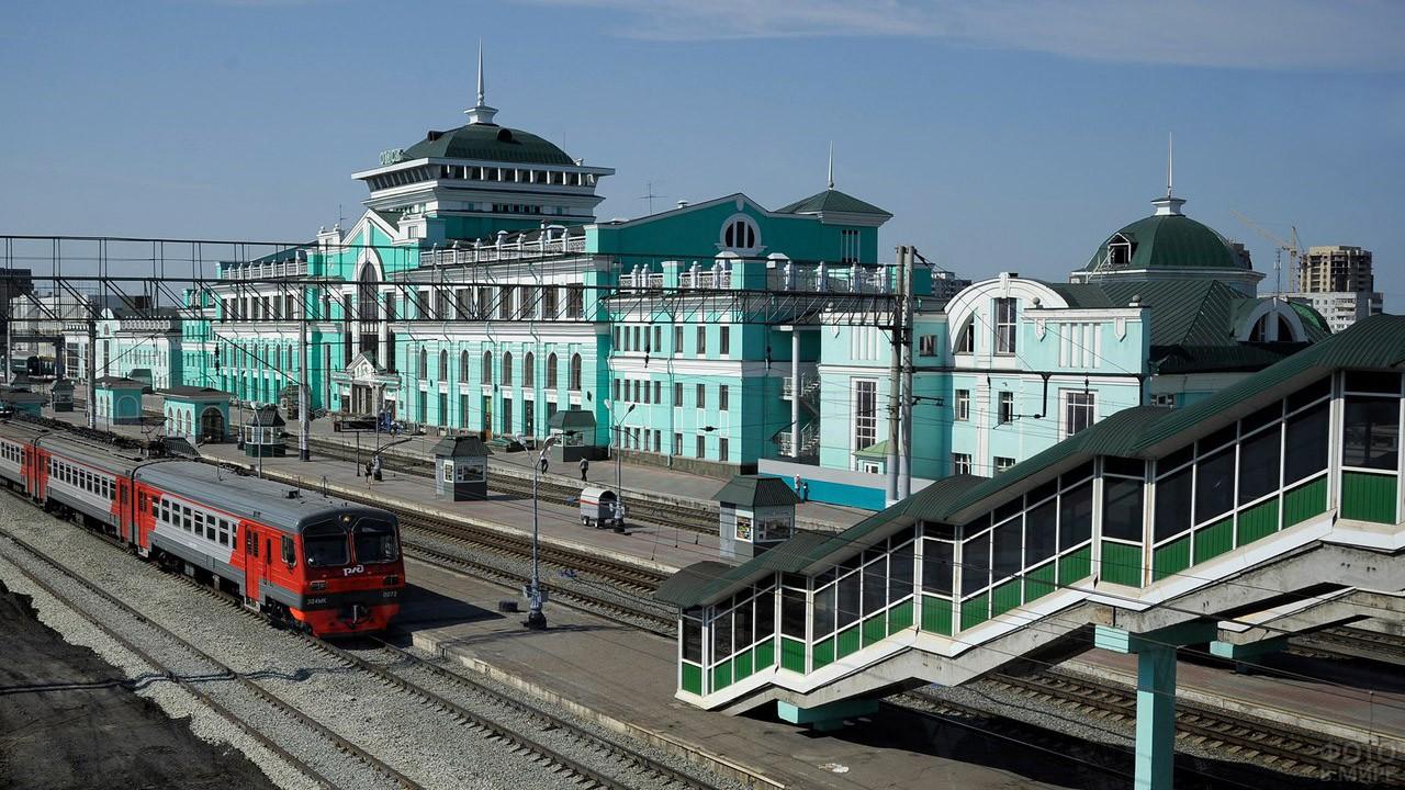 Показать фотографии города омска ж д вокзала