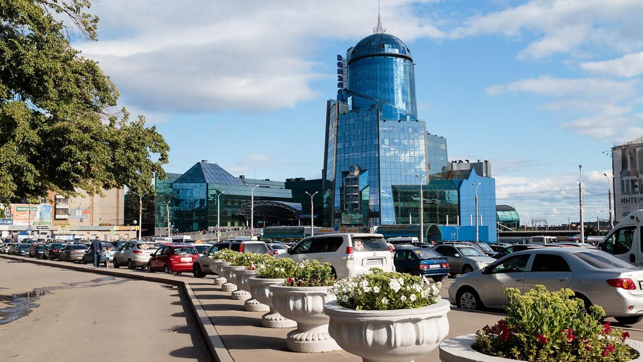 Зеркальная башня вокзала в Самаре