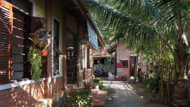 Отель Рум Бунгало в Дулонг Донг