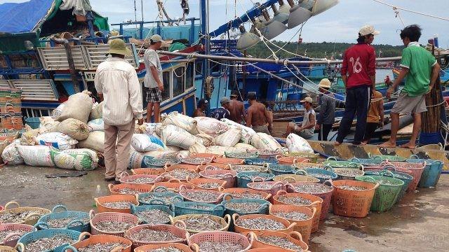 Продажа морепродуктов на улице острова Фукуок