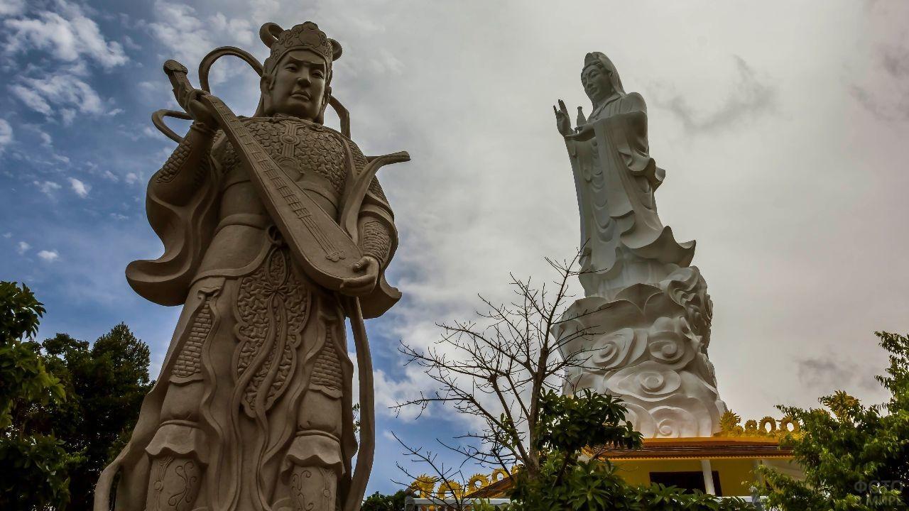 Скульптуры города Дулонг Донг