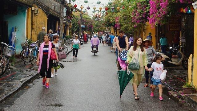 Улочка с магазинами в Дуонг Донге