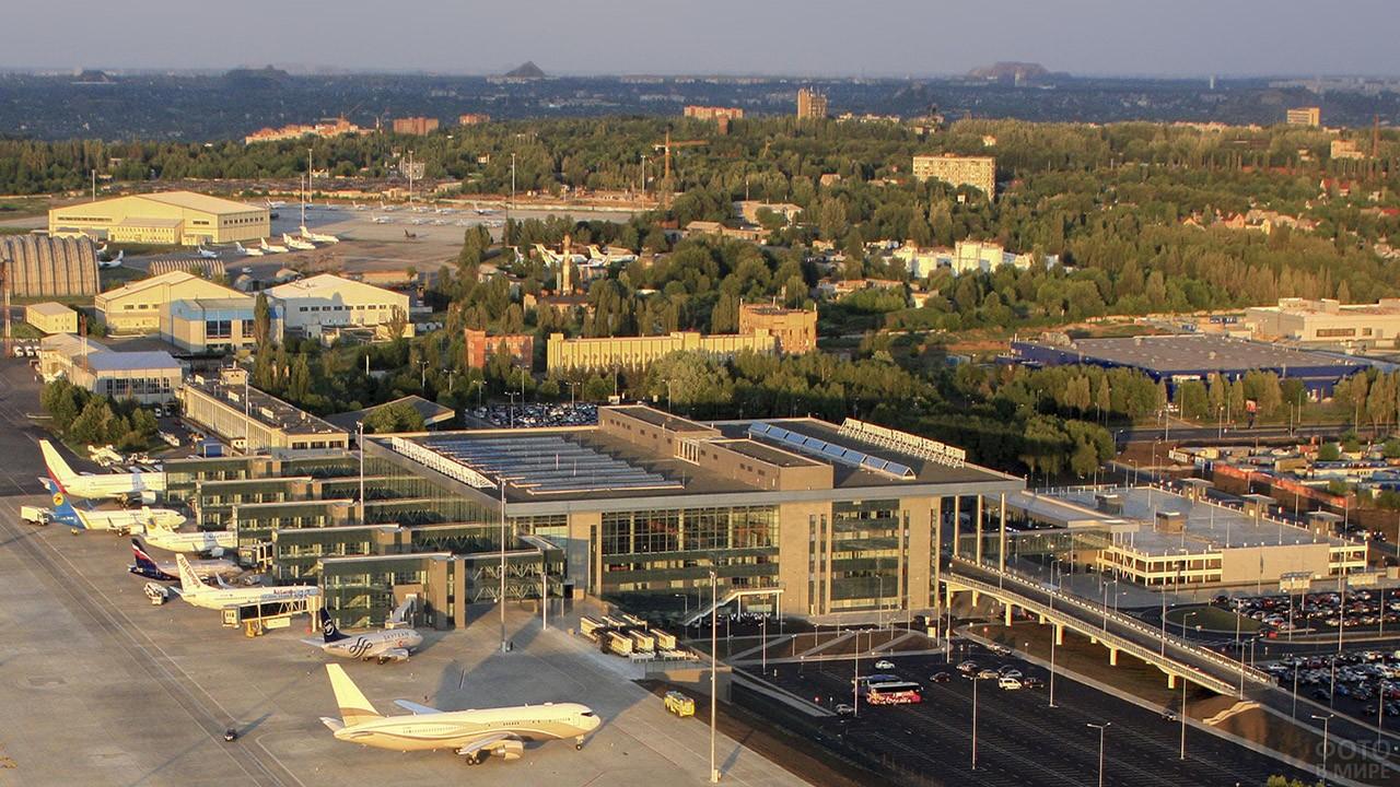 Панорама аэропорта в мирное время