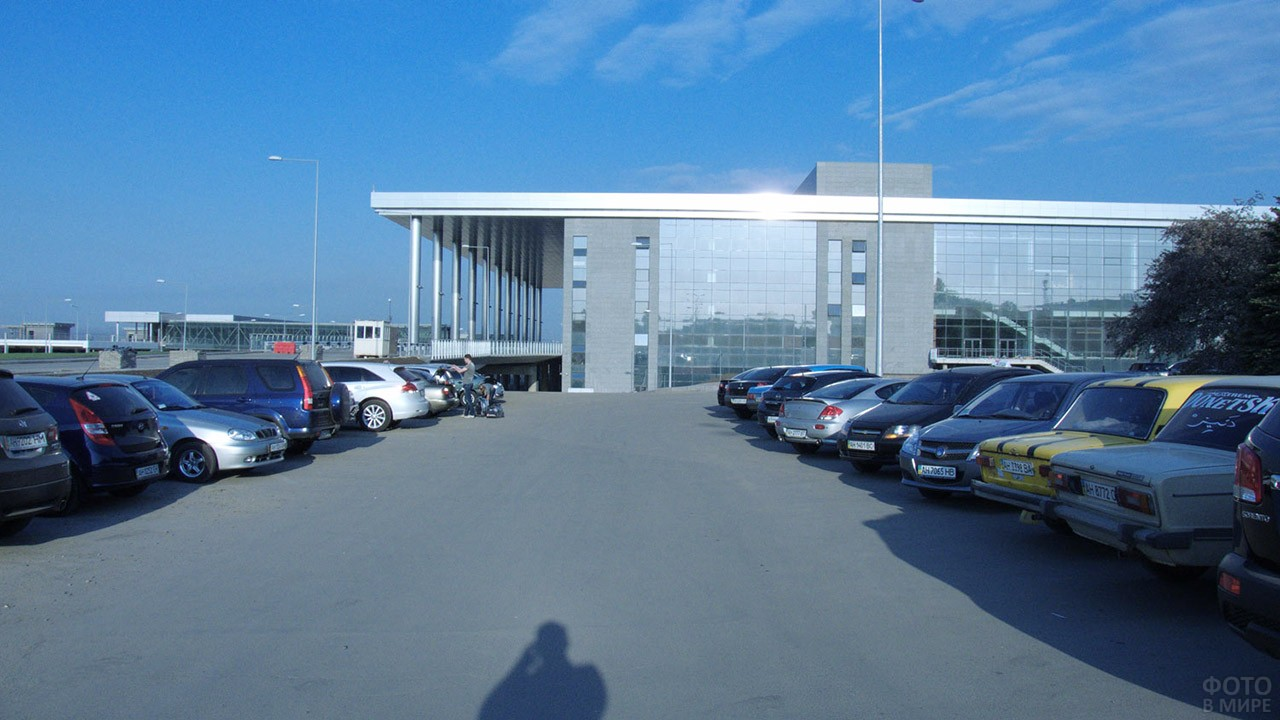 Парковка у пассажирского терминала