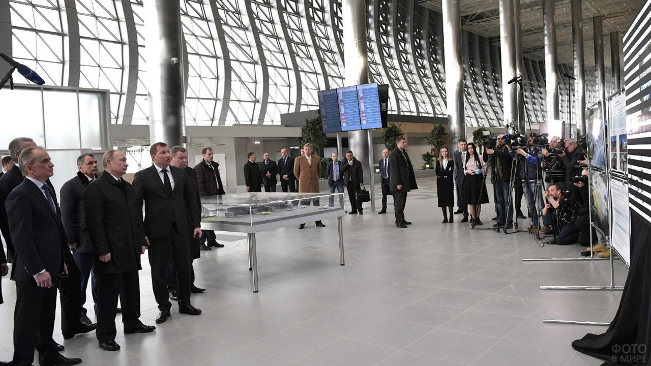 Российская делегация во главе с Президентом Путиным