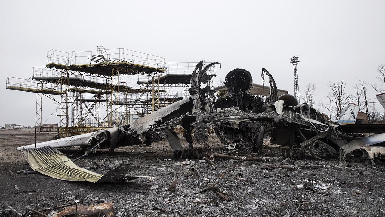 Выжженный остов самолёта