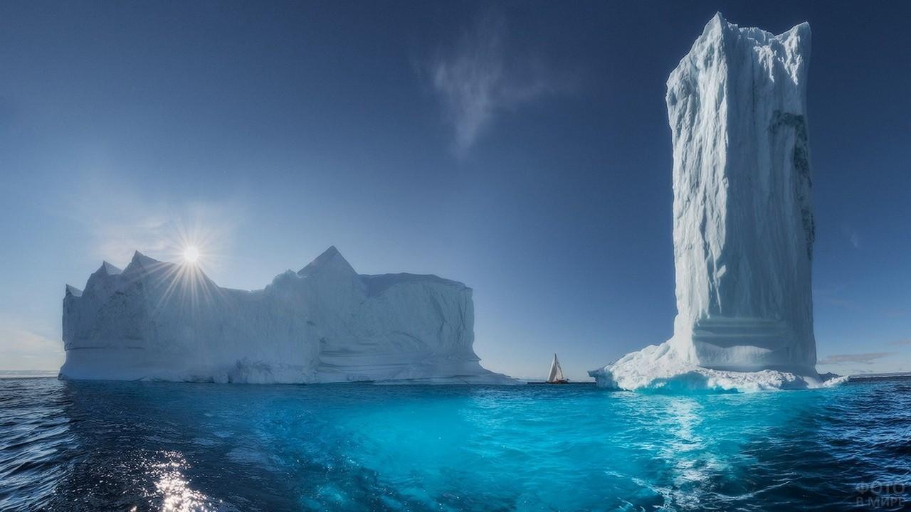 Айсберги Гренландии в Северном Ледовитом океане
