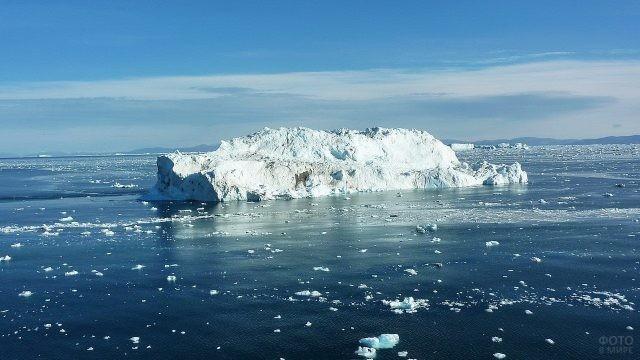 Снежная гора в Северном Ледовитом океане