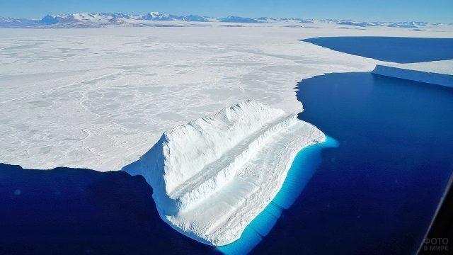 Снежный массив в Северном Ледовитом океане