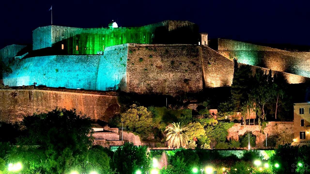 Новая крепость ночью