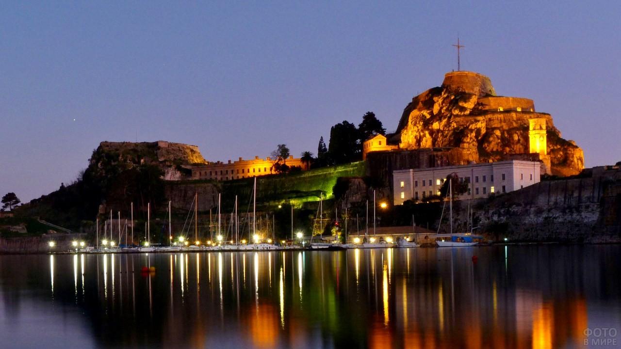 Старая крепость Корфу в ночное время