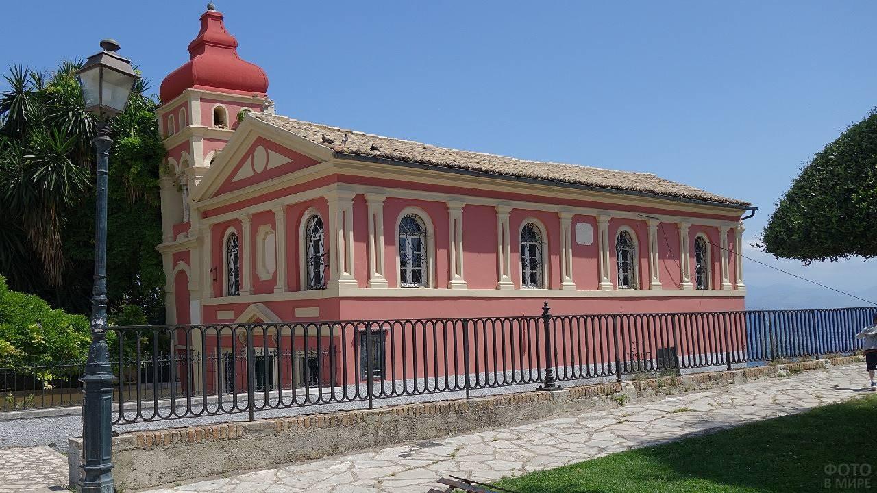 Старинное здание на острове Корфу