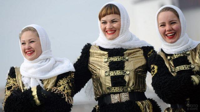Артистки народного ансамбля в День народного единства в Северной Осетии