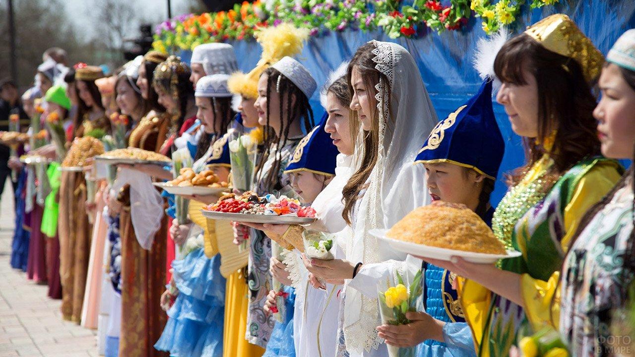 Фестиваль национальной кухни в День народного единства в Москве