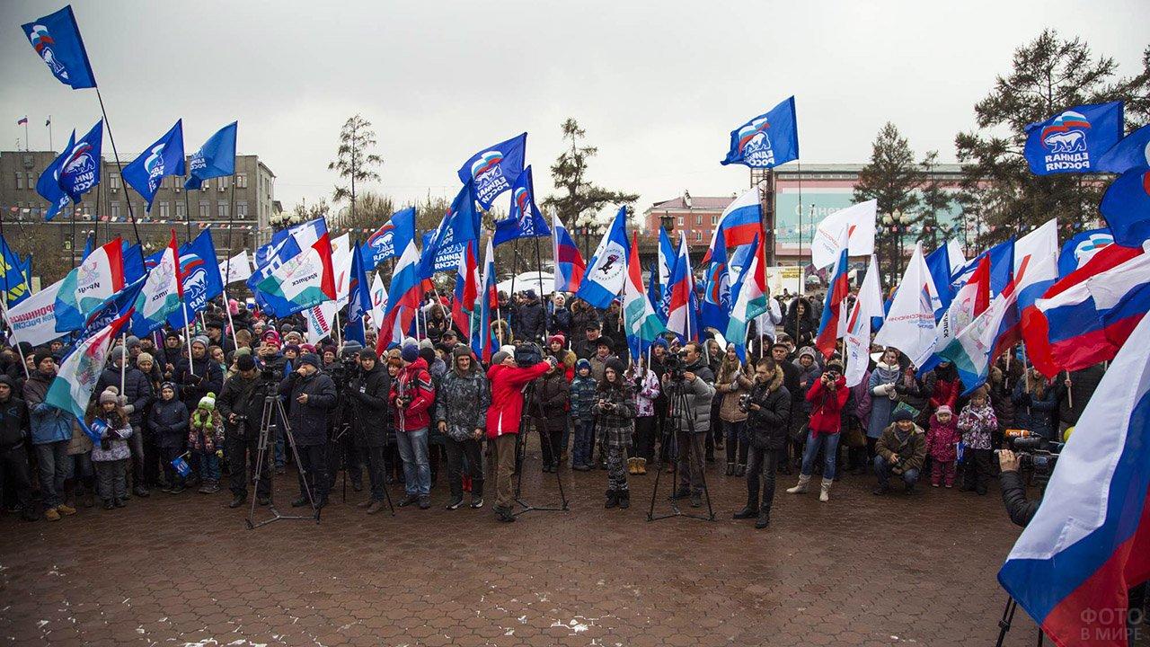 Митинг на площади в Иркутске в День народного единства