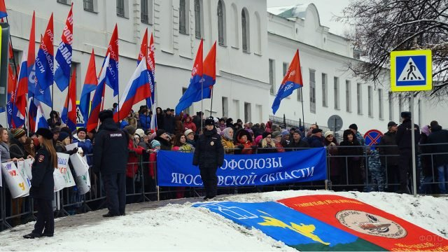 Представители профсоюзов на демонстрации в День народного единства в Ярославле