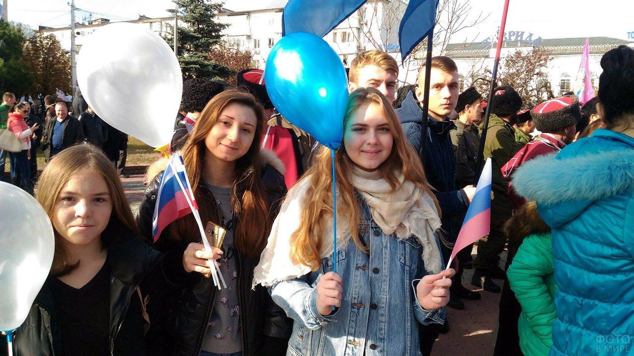 Студентки на митинге в День народного единства