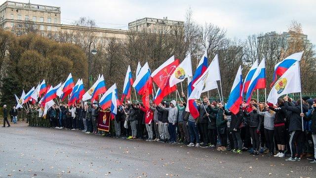 Студенты Военмеха в День народного единства в парке Москвы