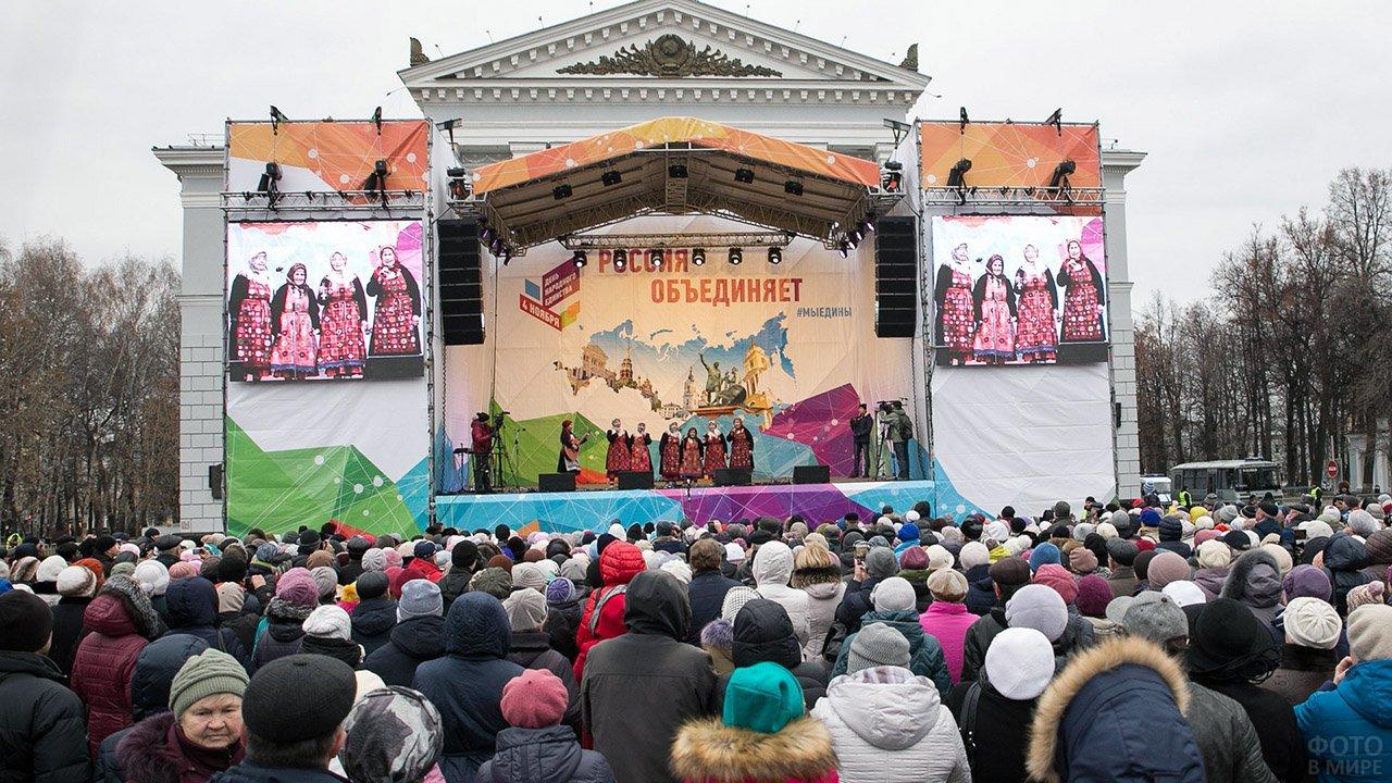 Выступление известного коллектива на городской сцене в Перми