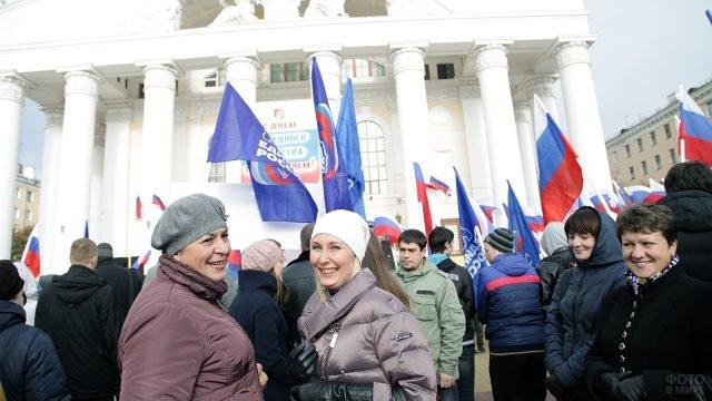 Жительницы Калуги в День народного единства на городском концерте