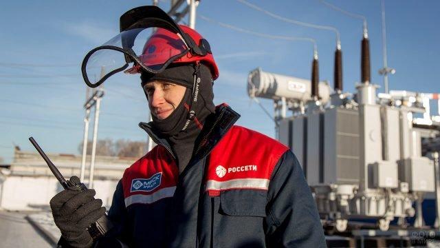 Инженер на объекте в Челябинской области в День энергетика