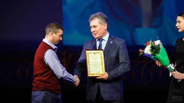 Поздравление с Днём энергетика на сцене ДК в Барнауле