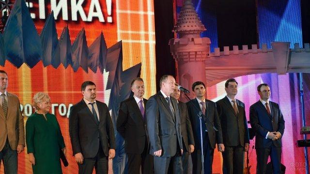 Поздравление с Днём энергетика со сцены ДК в Екатеринбурге