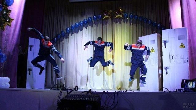 Выступление команды КВН на праздновании Дня энергетика в Брянске