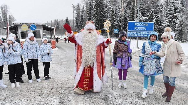 Дед Мороз и его делегация встречает финского коллегу на границе