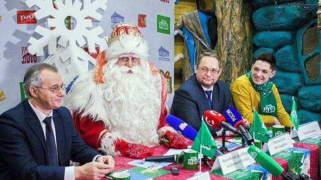 Дед Мороз на пресс-конференции