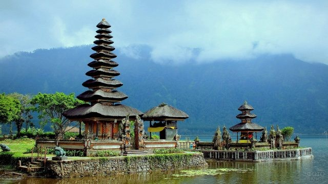 Храмы на острове малайского архипелага